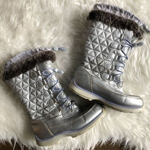 Lands End Girls Sz 2 Snowflake Winter Boots Silver